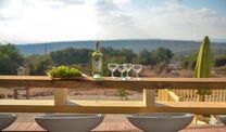 מרפסת משקיפה לנוף בוילה אחוזת כרמל